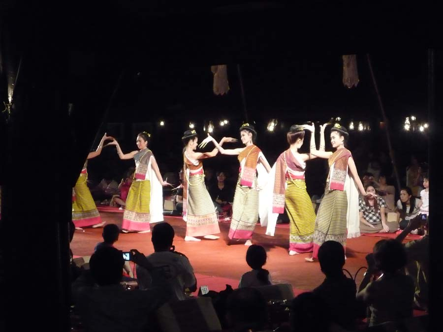 Enjoy a Thai Dinner Show in Koh Samui
