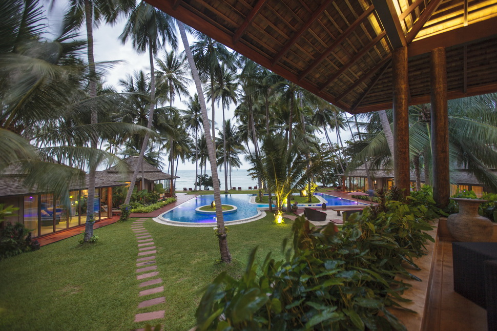 14 Bedroom Beach Front Luxury Villa with Private Pool at Laem Sor Koh Samui