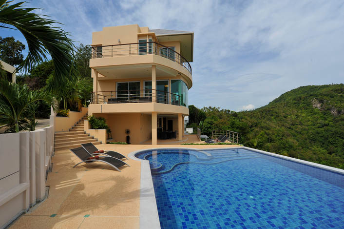 5 Bedroom Sea View Villa with Private Pool at Bang Por Samui