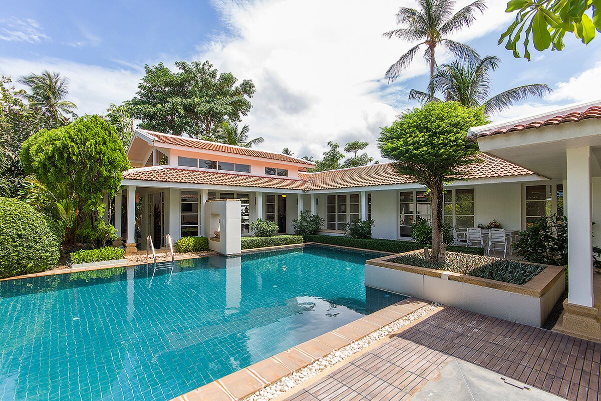 4 Bedroom Garden Villa with Private Pool at Bangrak Ko Samui