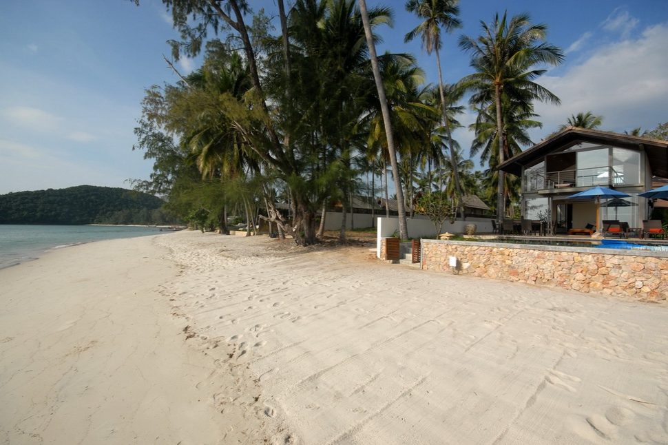 2 Bedroom Option Beach Front Villa with Private Pool at Lipa Noi Koh Samui
