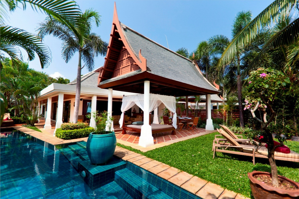 4 Bedroom Beach Front Villa with Private Pool at Maenam Ko Samui